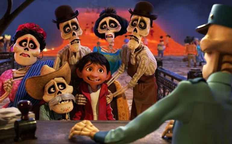 """La Tierra de los Muertos se asoma en nuevo tráiler de """"Coco"""""""