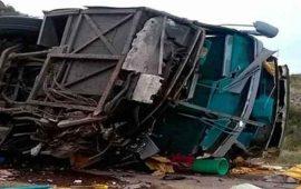 mueren-13-tras-volcadura-de-camion-en-argentina