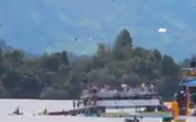 naufraga-barco-turistico-con-150-pasajeros-en-colombia