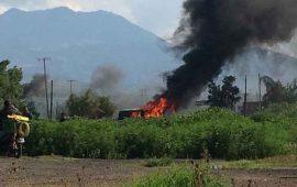normalistas-incendian-camiones-y-se-enfrentan-con-policias-en-morelia