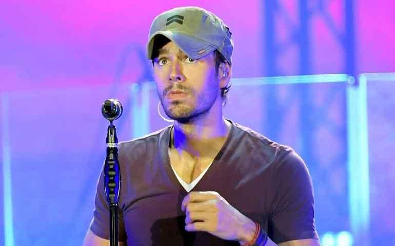 Abuchean-a-Enrique-Iglesias-durante-concierto-