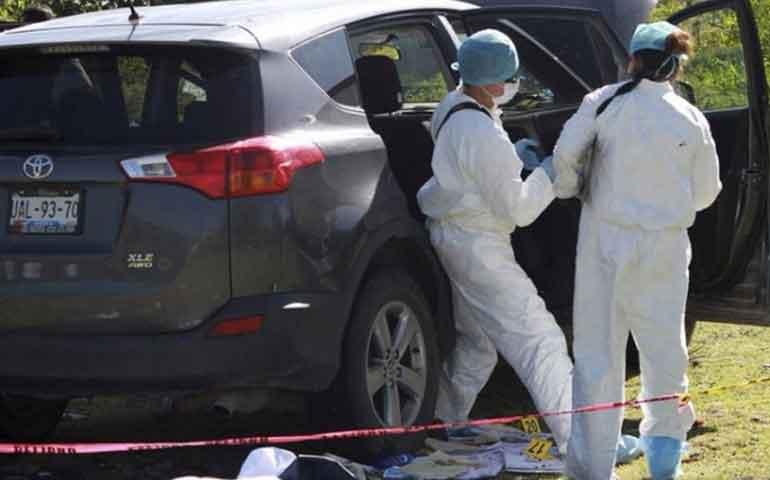 """Asesinan a 3 y desaparecen a 4 por """"derecho de piso"""" en Puebla"""