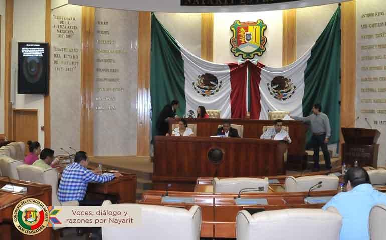 Autorizan-diputados-prórroga-a-los-ayuntamientos-de-Compostela-y-La-Yesca-
