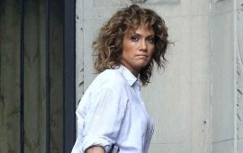 Jennifer-Lopez-reacciona-así-ante-el-abrazo-de-una-fan