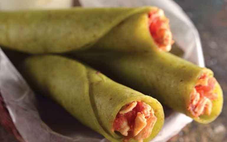 Tacos-dorados-de-pollo-con-jitomate-