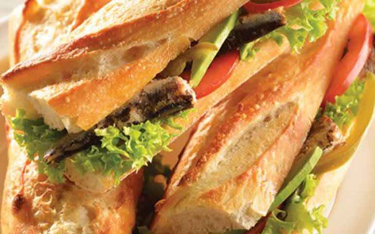 Tortitas-de-sardina-con-mayonesa-de-jalapeno-