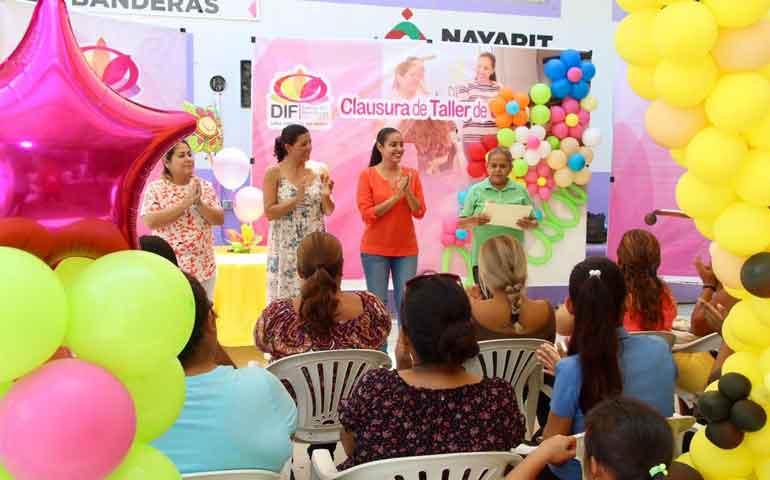 culminan-con-exito-estudiantes-del-taller-de-decoracion-con-globos