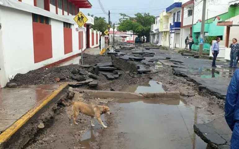 fuertes-lluvias-inundan-colonias-de-tepic