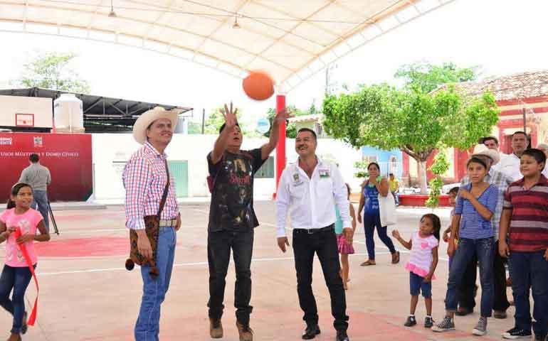 huajicori-recibe-mas-de-66-millones-de-pesos-en-obras-en-2017-roberto