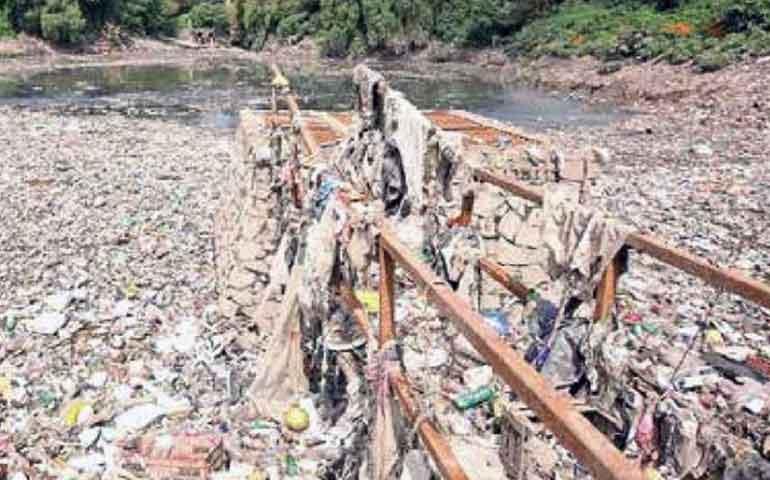 presa-becerra-sigue-inundada-de-basura-en-alvaro-obregon