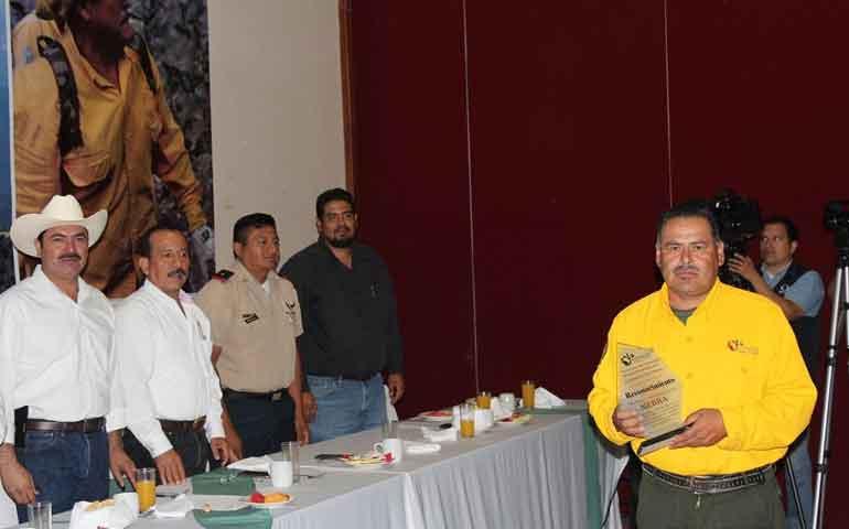 reconocen-a-combatientes-de-incendios-forestales-en-nayarit