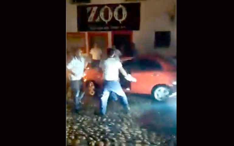 taxistas-agreden-a-conductor-de-uber-en-puerto-vallarta