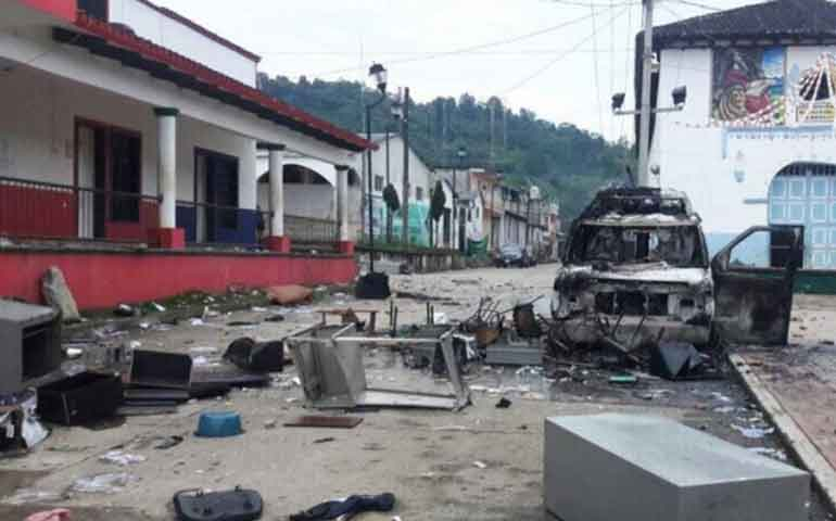 vandalizan-alcaldia-de-ocotepec-en-chiapas-y-queman-patrulla