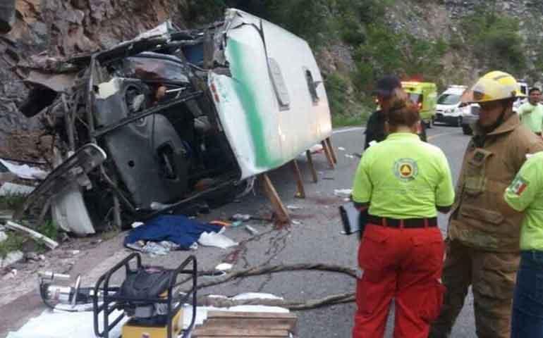 cuatro-muertos-y-dos-heridos-tras-accidente-de-autobus-en-nuevo-leon