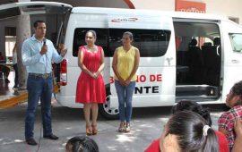 entrega-ana-lilia-camioneta-para-personas-discapacitadas-en-jala