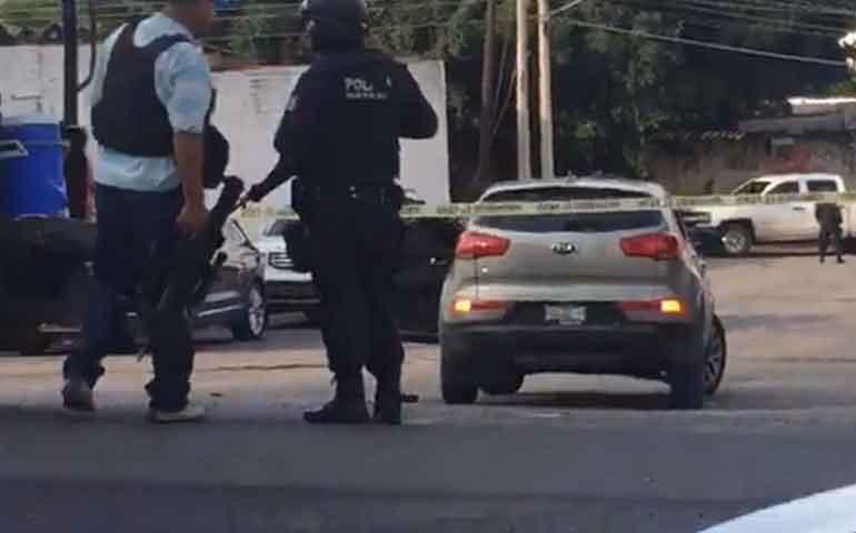 hay-una-mujer-entre-los-sicarios-que-enfrentaron-a-los-policias-fiscalia