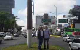 inaugura-alcalde-de-guadalajara-boligrafo-gigante-de-1-3-millones-de-pesos