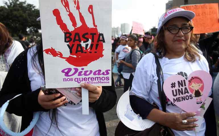 miles-de-mujeres-marchan-contra-la-violencia-de-genero-en-peru