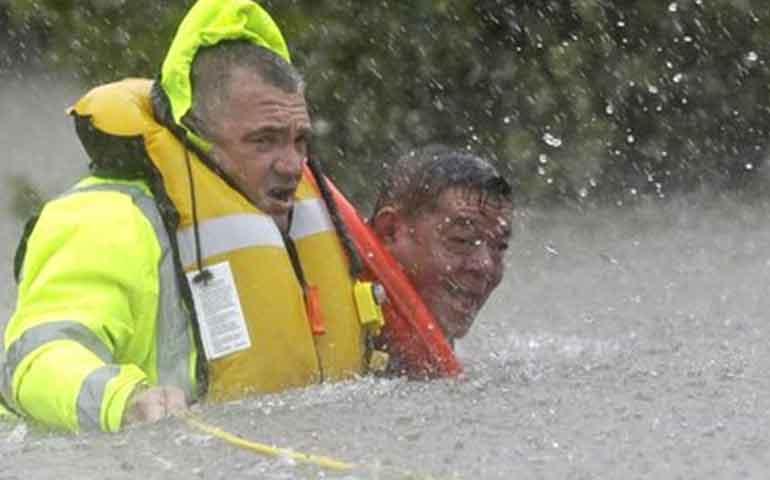 rescatan-a-dos-mil-personas-en-houston-tras-paso-de-harvey