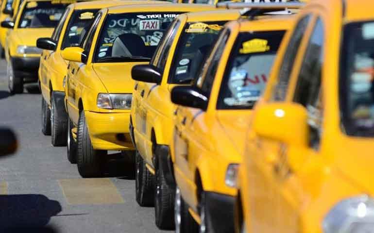 taxistas-del-pais-exigen-frenar-a-uber
