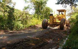 ayuntamiento-de-ahuacatlan-inicia-programa-de-rehabilitacion-y-mejoramiento-de-avenidas-y-caminos
