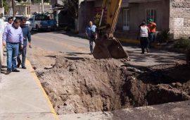 ayuntamiento-repara-socavon-en-la-colonia-acayapan