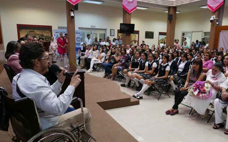 el-cancer-de-mama-no-distingue-sexo-dictan-conferencia-en-el-congreso