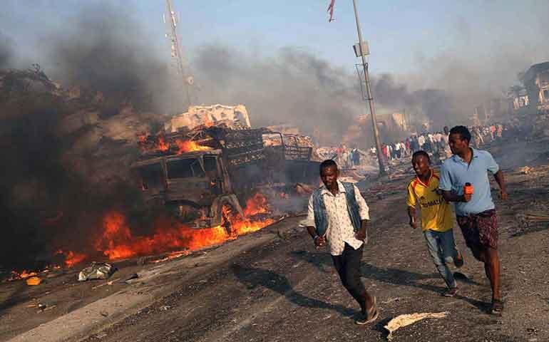 explota-camion-bomba-en-somalia-al-menos-276-muertos