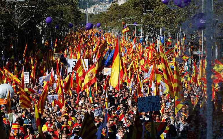 miles-marchan-por-la-unidad-de-espana-en-barcelona