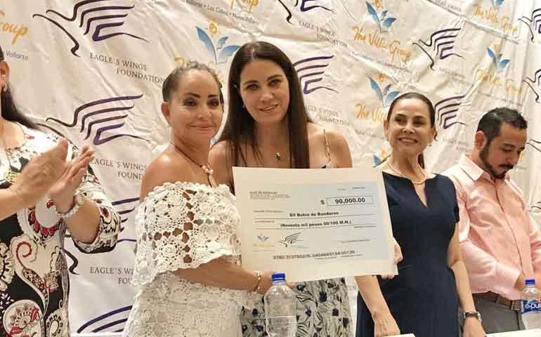 recibe-dif-bahia-de-banderas-donativo-de-90-mil-pesos