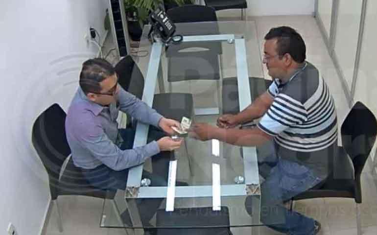 funcionario-de-fiscalia-de-puebla-recibe-sobornos-por-4-mil-semanales-de-propietarios-de-gruas