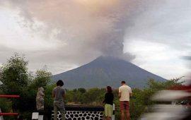 ordenan-evacuacion-de-100-mil-personas-en-indonesia-por-volcan-activo