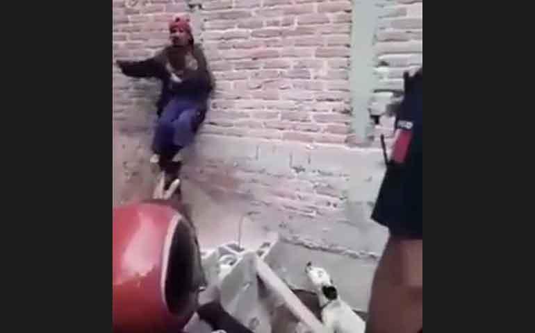 sujeto-drogado-toma-como-rehen-a-hija-y-amenaza-con-matarla