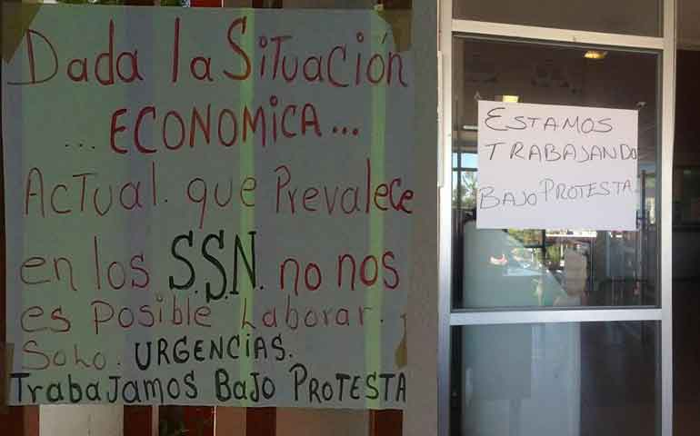 trabajadores-de-salud-trabajan-bajo-protesta-solo-atenderan-urgencias
