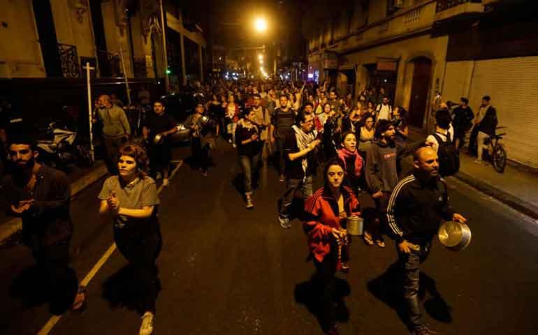 cacerolazos-contra-reforma-de-pensiones-argentina