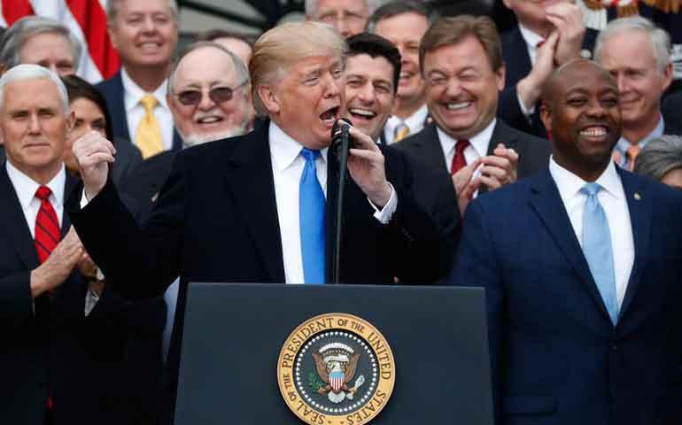 celebran-el-mayor-recorte-de-impuestos-de-la-historia-de-eu
