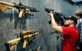 cerca-de-sitio-de-masacre-en-las-vegas-montan-feria-de-armas
