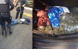 detienen-dos-hombres-en-posesion-de-armas-drogas-y-vehiculo-robado-en-el-centro-de-tepic