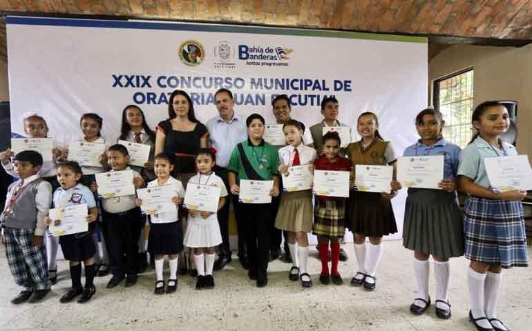 exitosa-participacion-en-concurso-de-oratoria-juan-escutia