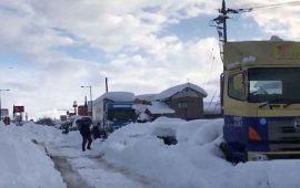nevada-en-japon-deja-un-muerto-y-miles-de-coches-atrapados