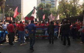 sindicalistas-se-manifiestan-en-senado-respaldan-a-gomez-urrutia