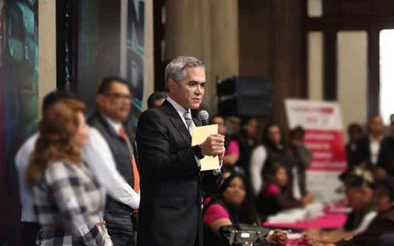 urge-blindar-a-mexico-contra-las-armas-hagamos-un-muro-mancera
