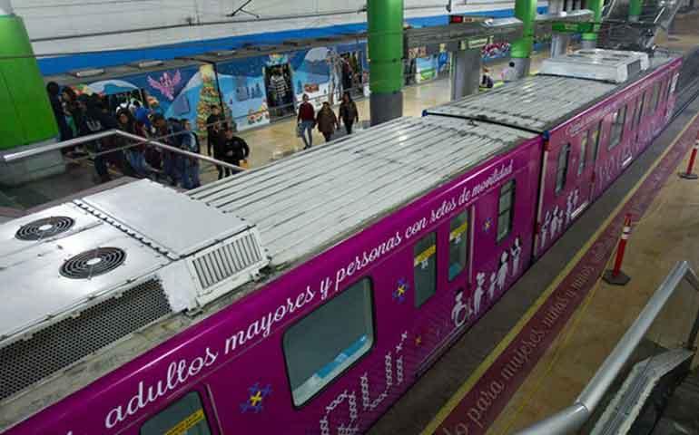 inauguran-vagon-rosa-en-monterrey