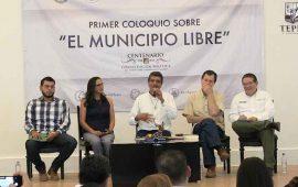javier-castellon-clausura-trabajos-del-coloquio-el-municipio-libre