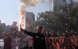 miles-de-estudiantes-chilenos-marchan-por-fin-del-lucro-en-la-educacion