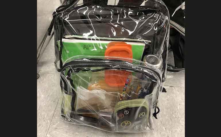 obligan-a-usar-mochilas-transparentes-en-escuela-de-matanza-en-florida