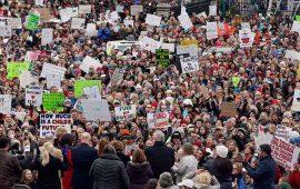 protestan-miles-de-maestros-en-eu