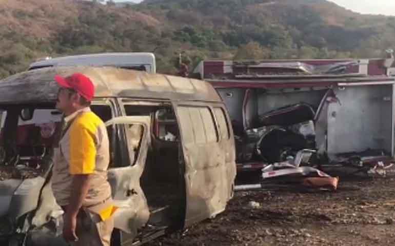 tragico-accidente-mueren-dos-bomberos-en-la-autopista-tepic-san-blas