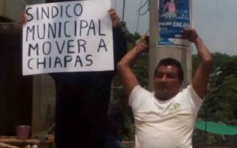 pobladores-amarran-de-un-poste-a-sindico-municipal-en-chiapas