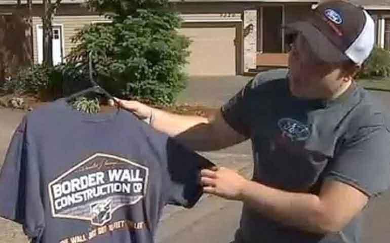 suspenden-a-estudiante-por-usar-camiseta-a-favor-del-muro-fronterizo